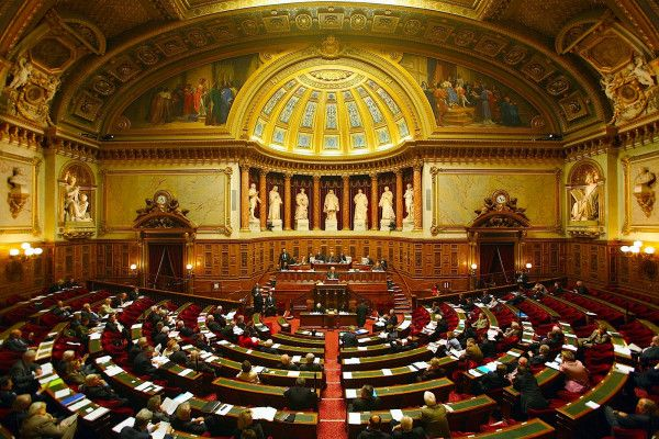 Ümid Partiyasının Fransa Senatına etirazı